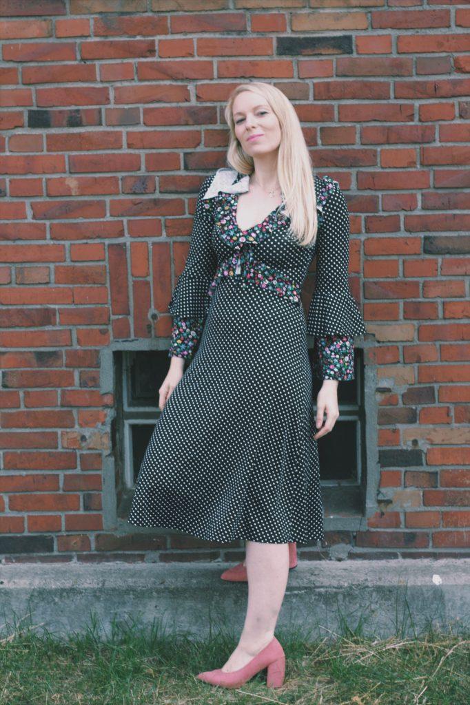 Outfit: Midikleid mit Rüschen graphic
